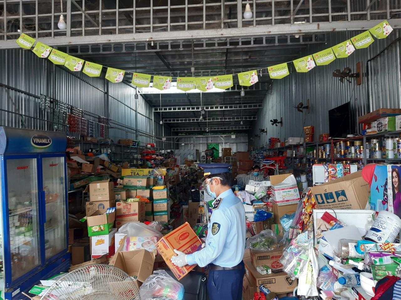 Tiền Giang: Kiểm tra, phát hiện 03 cơ sở kinh doanh lương thực, thực phẩm, trang thiết bị y tế không niêm yết giá