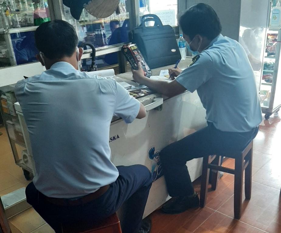 Kiểm tra đột xuất cơ sở kinh doanh cà phê giả mạo nhãn hiệu tại huyện Cái Bè, Tiền Giang